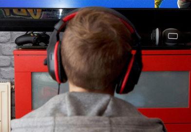 Garoto de 15 anos se decapita com uma motosserra após perder num jogo online