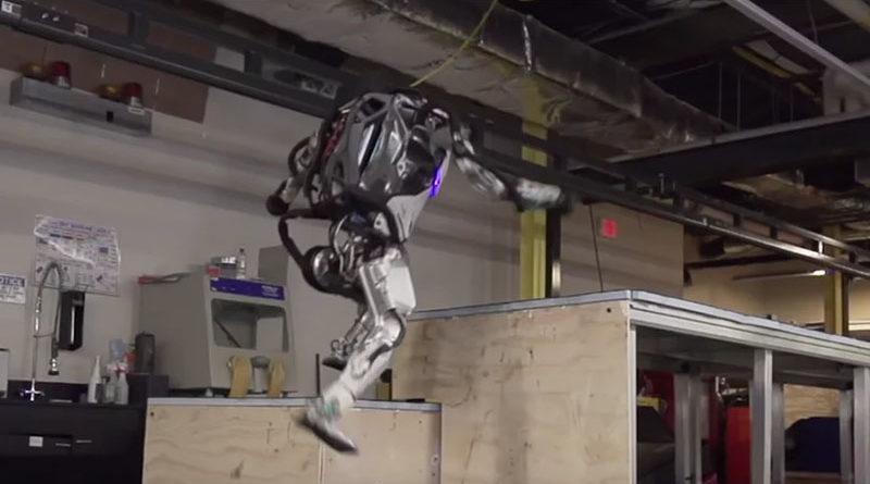 O robô Atlas da Boston Dynamics já dominou até arte do parkour