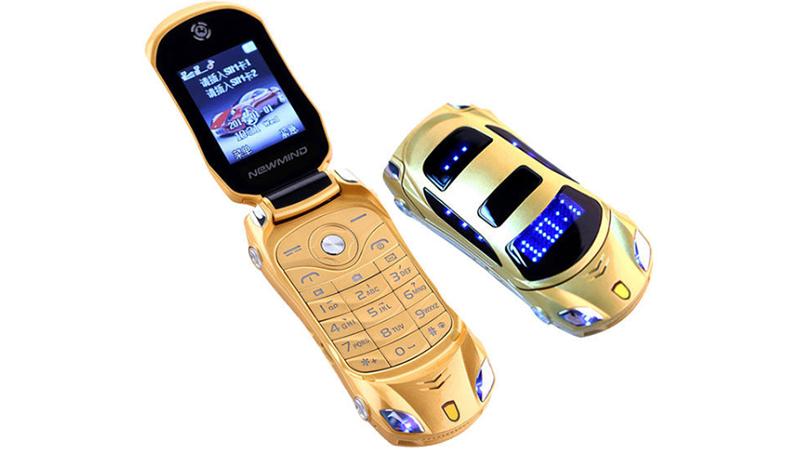 Parece carrinho de brinquedo, mas é um aparelho celular que funciona de verdade
