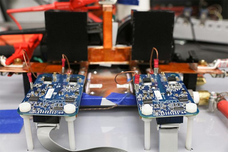 Carregador sem fio desenvolvido por pesquisadores promete recarga de carros elétricos em apenas 15 minutos