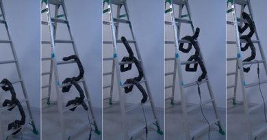 Cobra robótica desenvolvida por pesquisadores consegue subir até escada