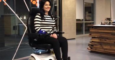Esta cadeira de rodas com base em IA pode ser controlada usando expressões faciais