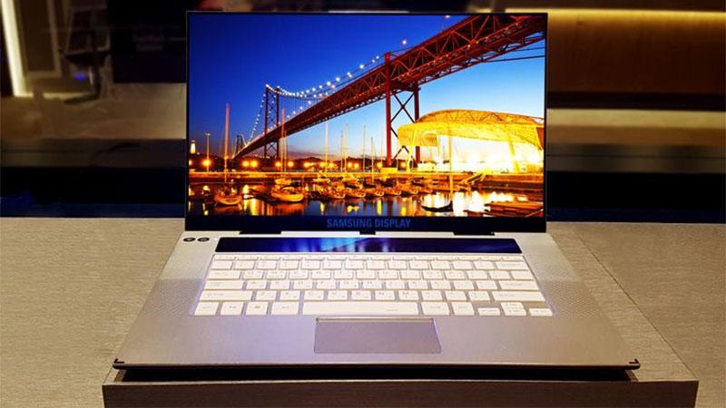 Samsung lança notebook com tela OLED 4K de 15,6 polegadas