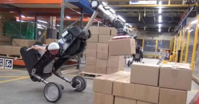 Robô da Boston Dynamics consegue até empilhar caixa sozinho