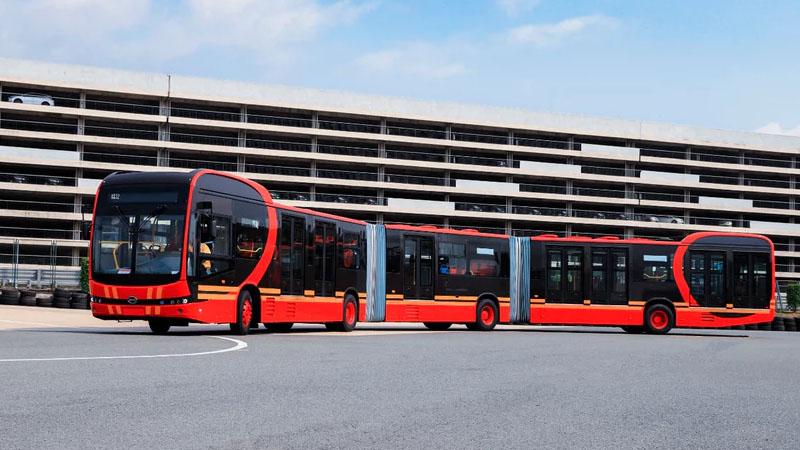 Ônibus elétrico mais longo do mundo pode transportar até 250 passageiros