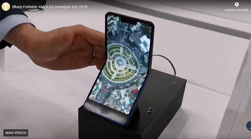 Sharp mostra protótipo de seu smartphone verticalmente dobrável