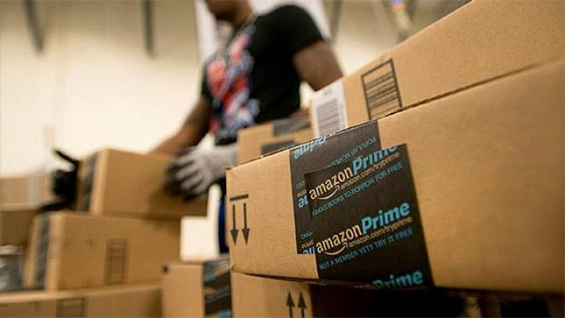 Já faz um tempo em que a Amazon vem trabalhando para reduzir pra um dia a entrega de produtos para aqueles que são membros do seu programa prime. A empresa disse que essa opção está disponível para mais de 10 milhões de produtos e que os membros do programa prime já pode utiliza-lá sem exigência de compra mínima.
