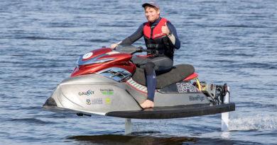 Conheça a WaveFlyer - Jetski elétrica que anda acima da água