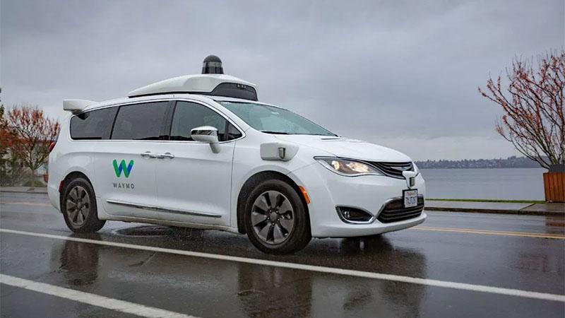 Waymo passa a testar seus carros autônomos em condições chuvosas
