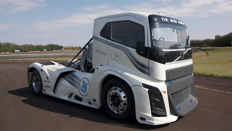 Conheça o Volvo Iron Knight - Caminhão mais rápido do mundo