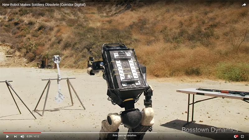 Veja o Robô da Boston Dynamics praticando tiro ao alvo