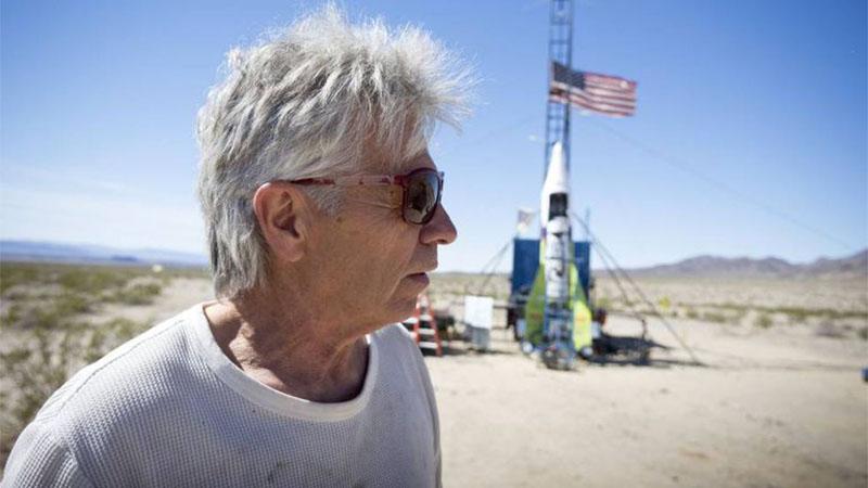 """""""Mad"""" Mike Hughes morre ao se lançar em foguete caseiro movido a vapor"""