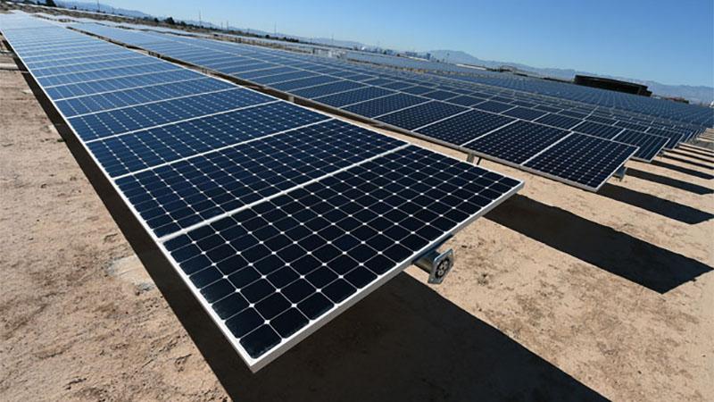 Painéis solares poderão produzir energia mesmo se estiver a noite