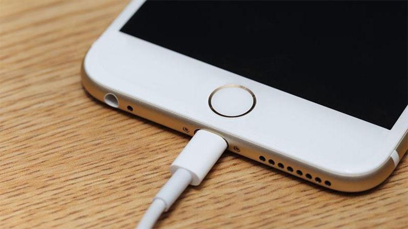 Smartphones com carregamento de 100W devem chegar no ano que vem