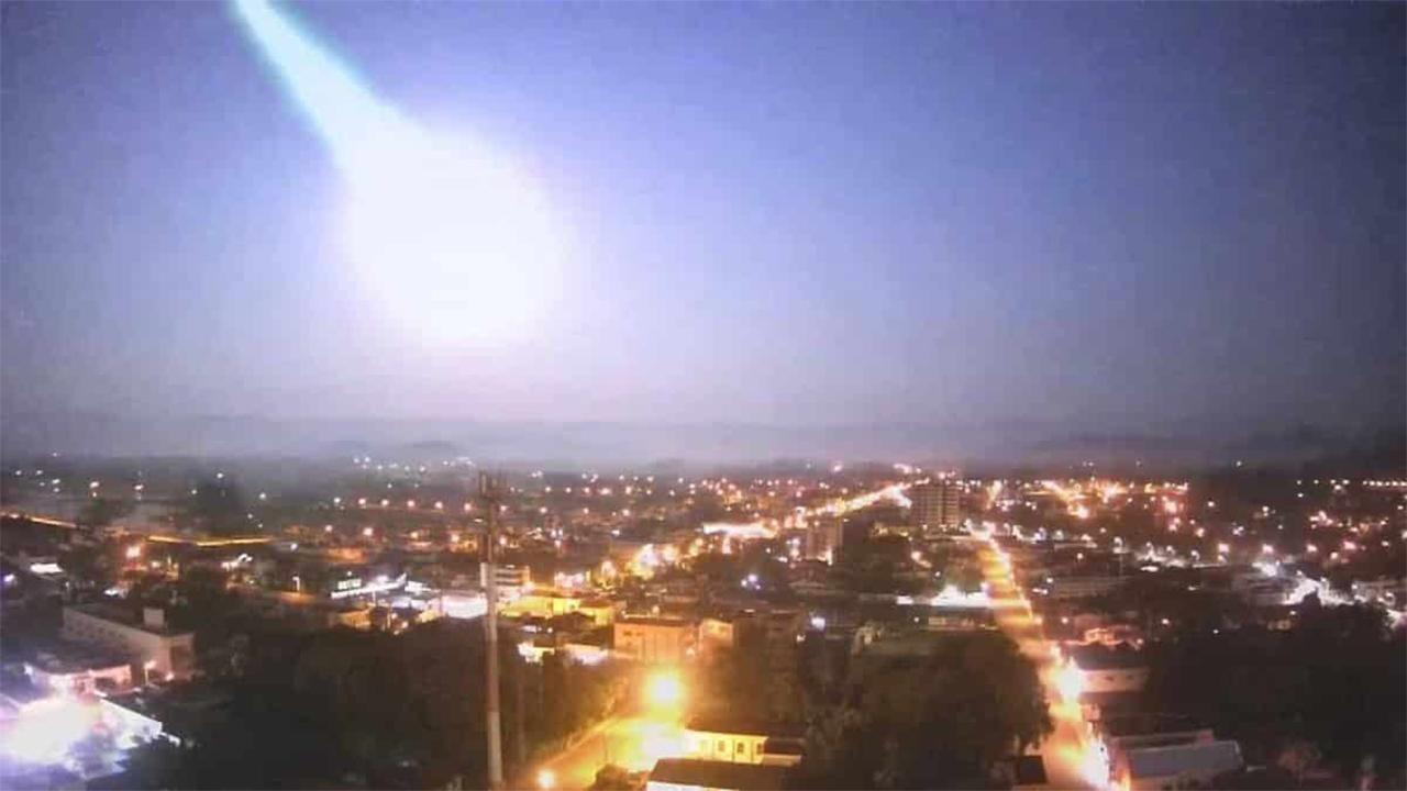 Meteoro com brilho mais forte que a lua cai no Rio Grande do Sul