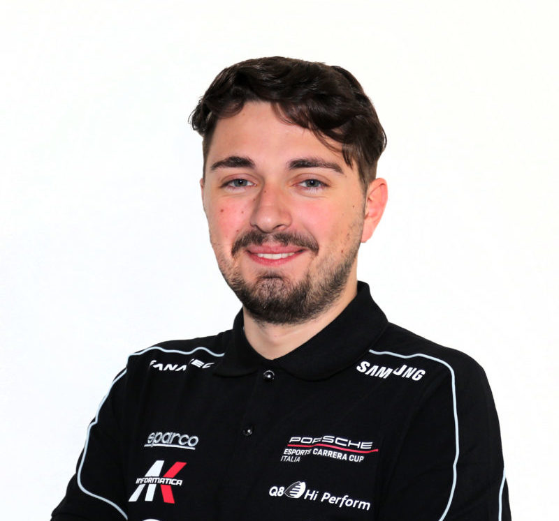Il sim racer Amos Laurito protagonista con la livrea ufficiale Q8 Hi Perform. Al via la seconda gara ad Imola