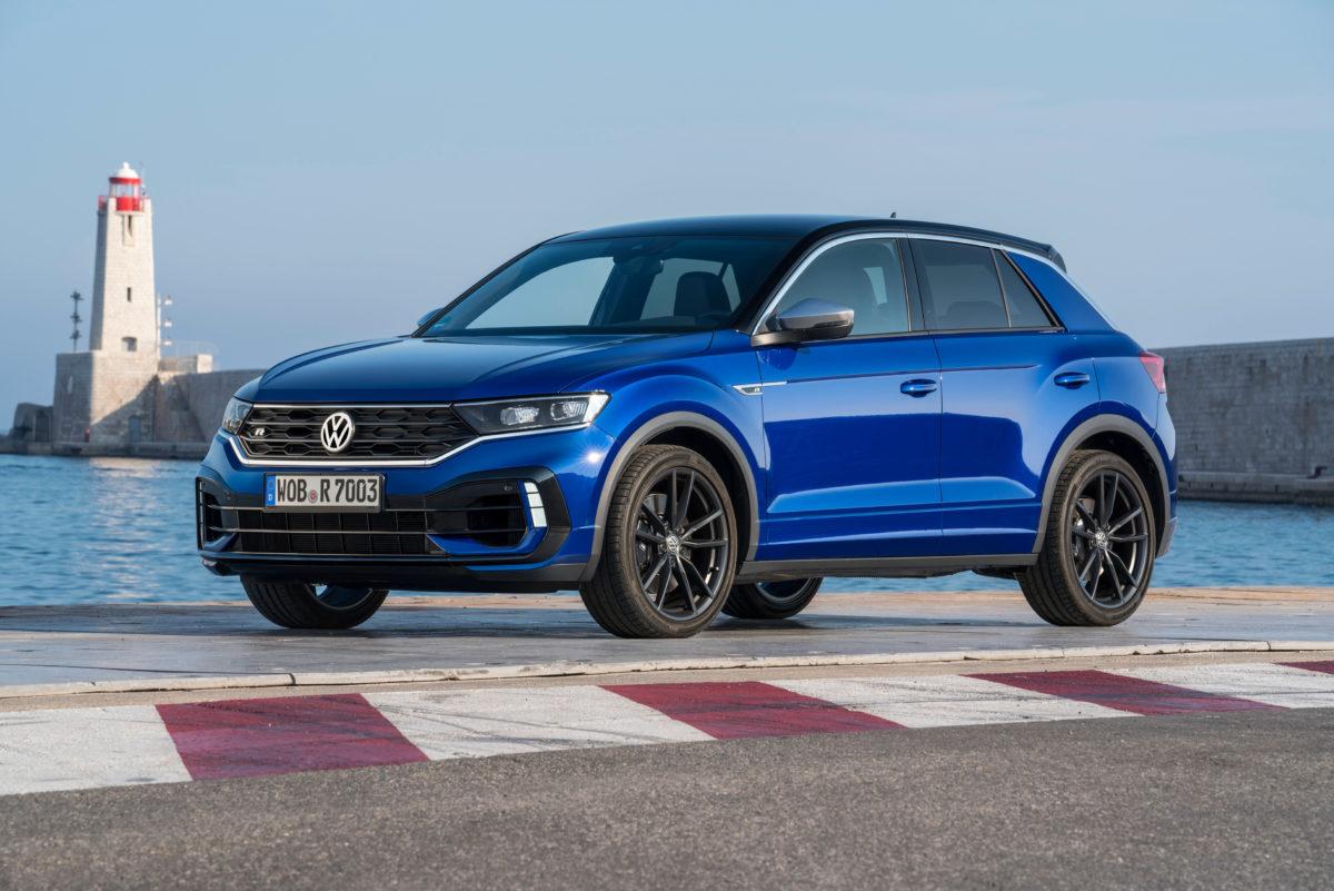 T-Roc R, la versione sportiva del crossover VW arriva in Italia: video, prezzi e configurazioni