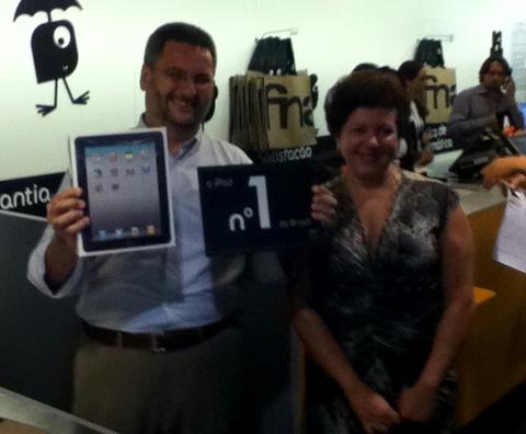 Teófilo: iPad de presente para esposa