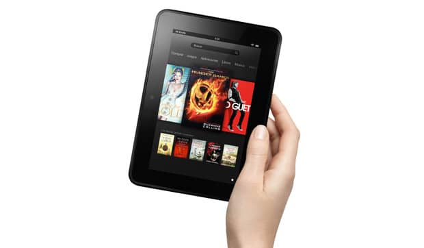 Kindle Fire HD sostenido