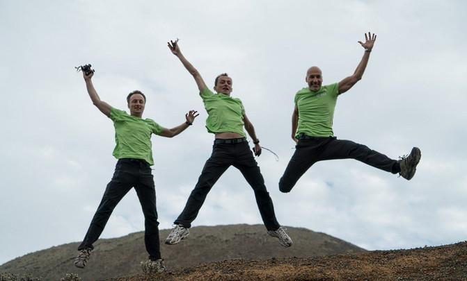 Los tres astronautas disfrutan de su experiencia 'marciana' en Lanzarote. / @ESA_CAVES