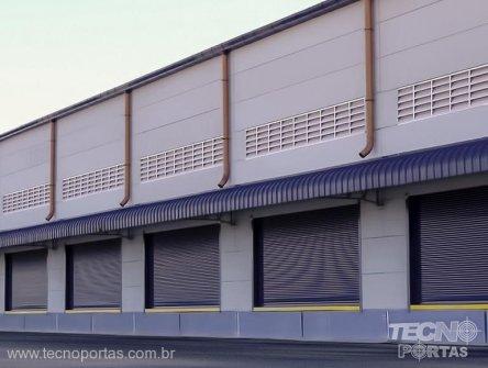 portas-de-enrolar-industriais porta de aço automatizada