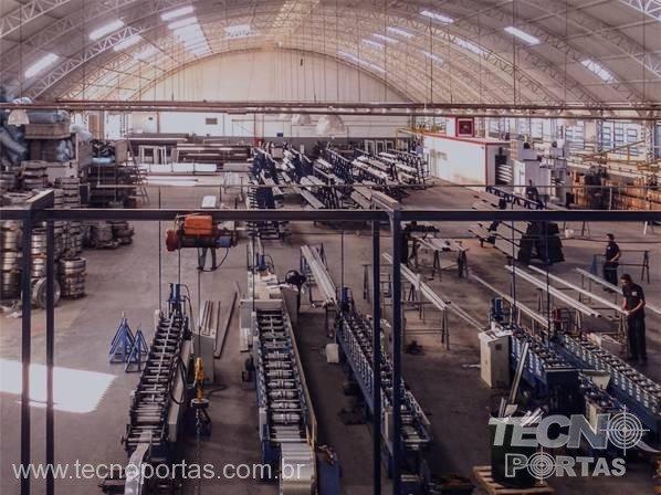 fábrica de porta de aço