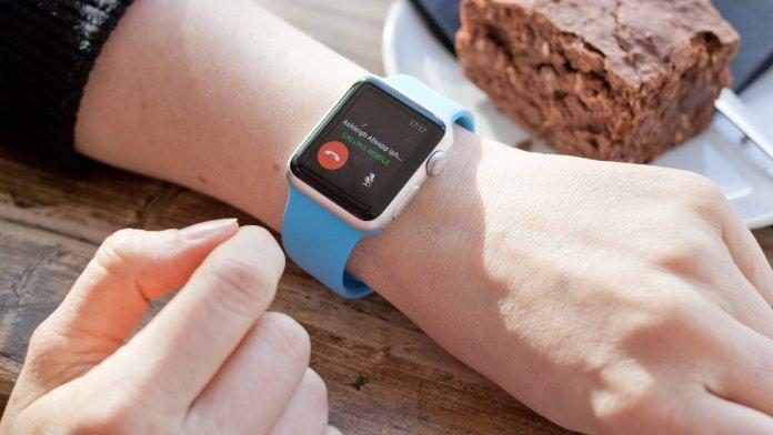 Apple_Watch_Lifestyle_Phone34