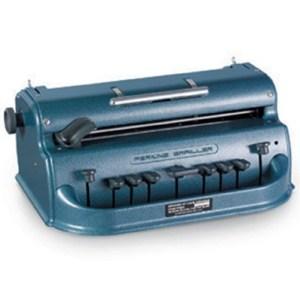 Destaque frontal para a máquina de escrever braille de ferro