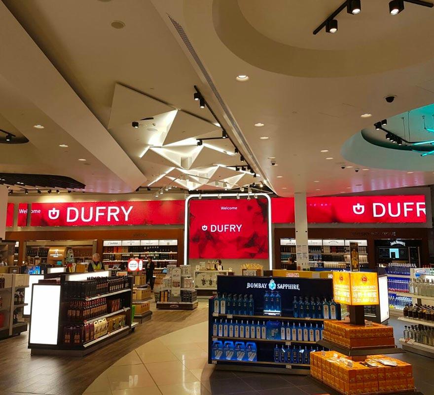 Banner LED integrato nella parete schermo LED Dufry