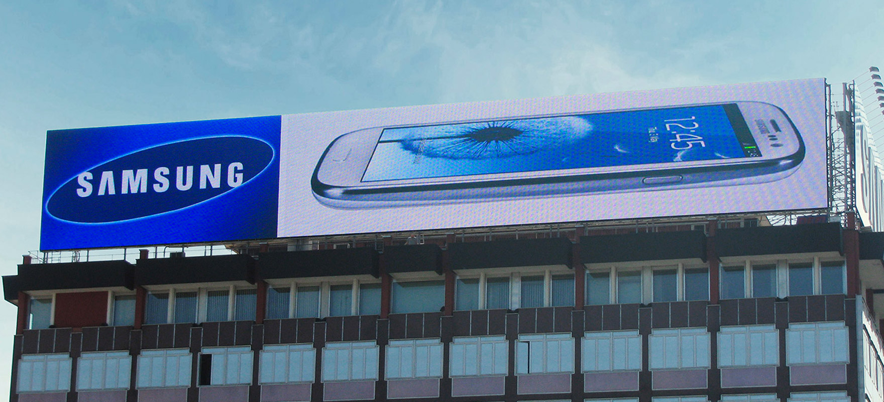 Maxi ledwall su tetto digital billboard affissione LED on the roof