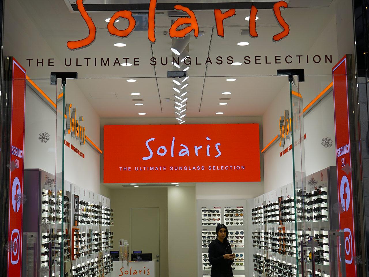 Solaris-ledwall-indoor-schermi-da-interni-fondo-store-retro-cassa-1280x960-2