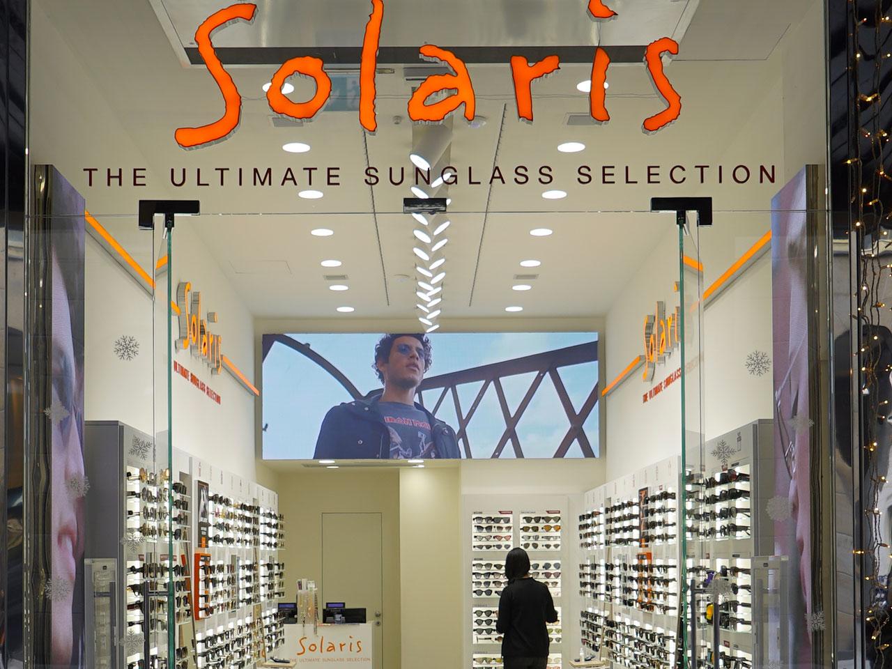 Solaris-ledwall-indoor-schermi-da-interni-fondo-store-retro-cassa-1280x960-5