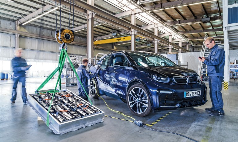 How much does it cost to replace electric car batteries