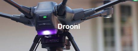 s'Drooni mit ihrem Piloten