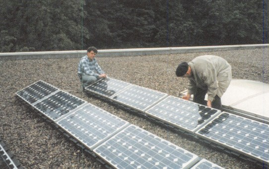 Solar-Anlage auf dem Flachdach
