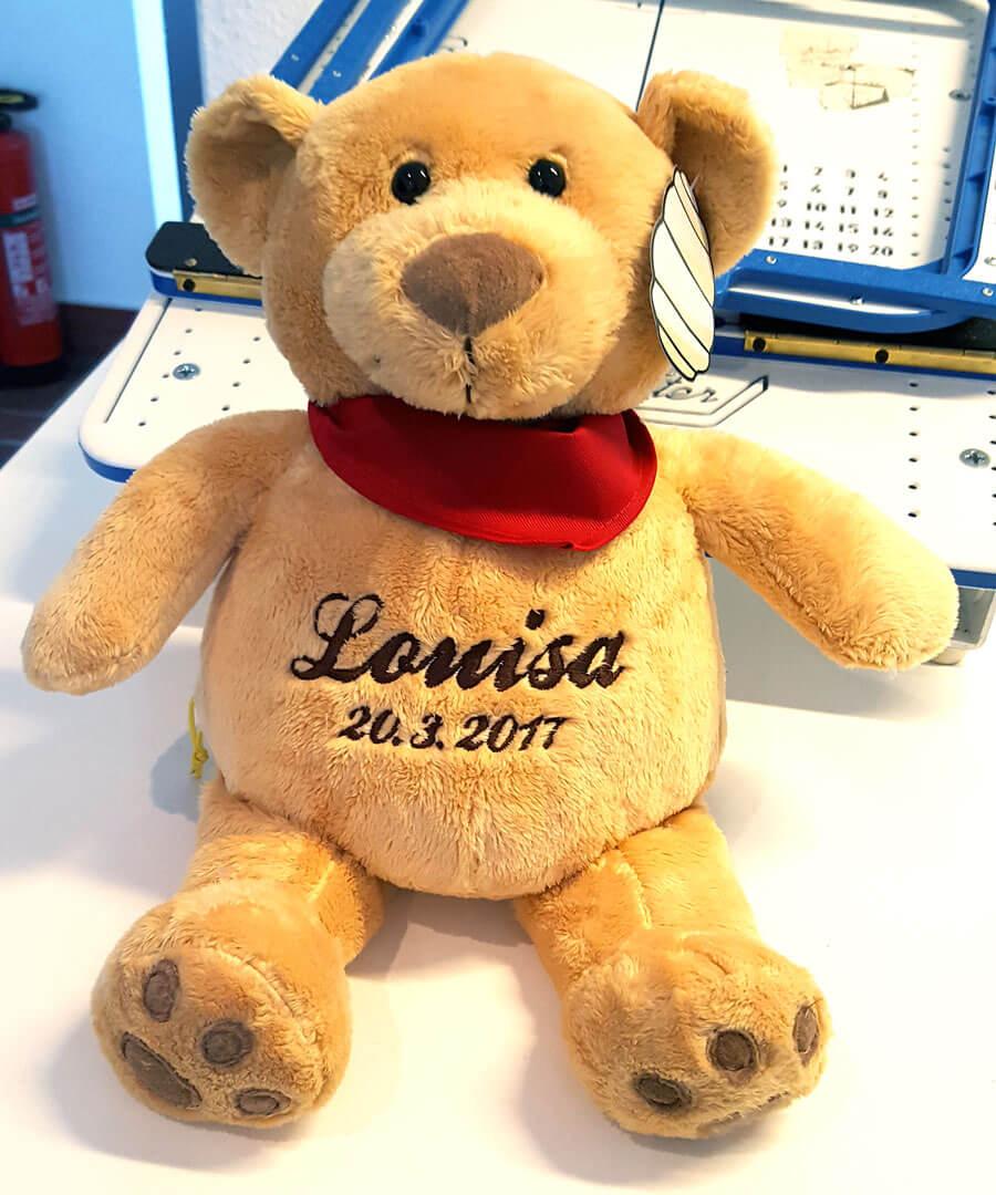 Teddy mit Namen und Geburtsdatum