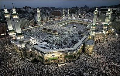 A Nagy Mecset és a több millió zarándok (Forrás: topics.nytimes.com)