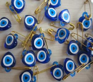 A kékszem, azaz a nazar boncuğu (Forrás: www.cicekmalzeme.com)