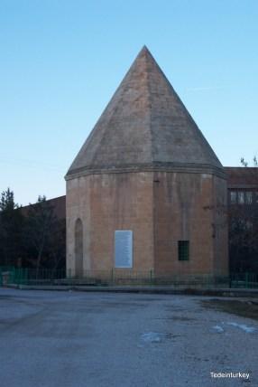 A szeldzsuk törökök ideje alatt épített sírkamra