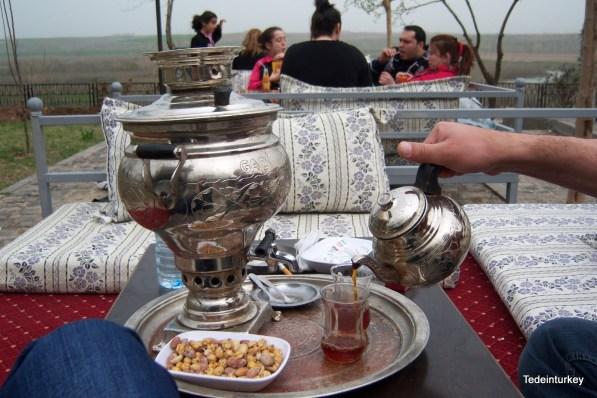 Igazi szamovárból ittuk a teát, parázs tartotta melegen a teát és a vizet
