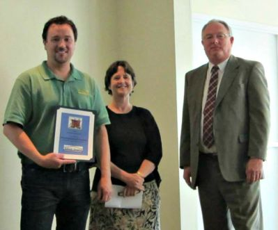Merrymeeting Board of Realtors receives award from Tedford Housing.