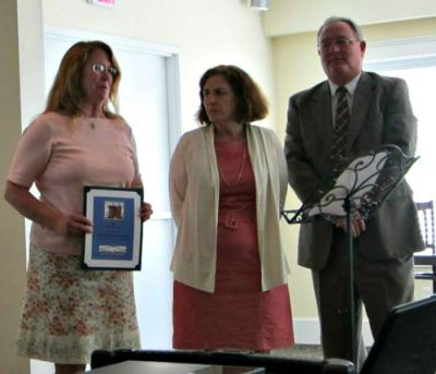 Pathway Vineyard Church receives award from Tedford Housing.