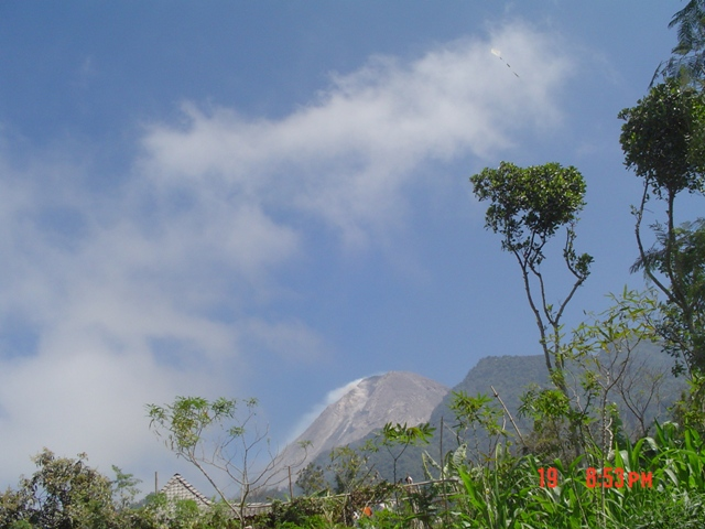 web merapi clouds.jpg