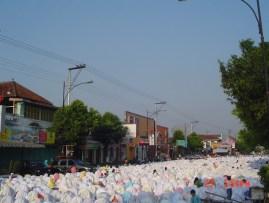 white clothes sholat idul fitri