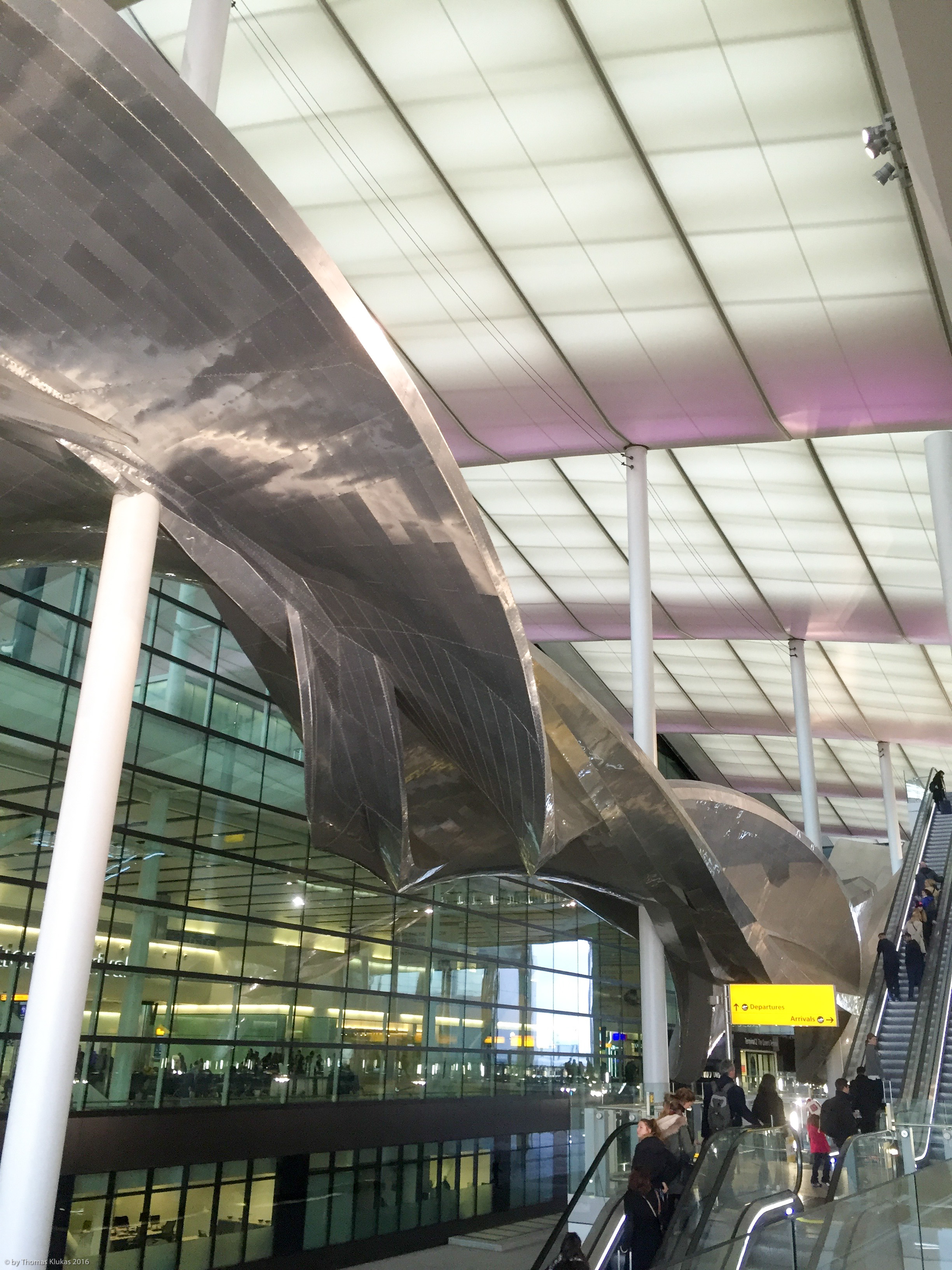 Heathrow Terminal II, The Queens Terminal