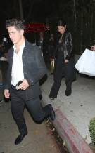 Selena Gomez have a romantic Dinner at Il Cielo restaurant in Beverly Hills with new guy. Selena got roses from the new guy at the dinner