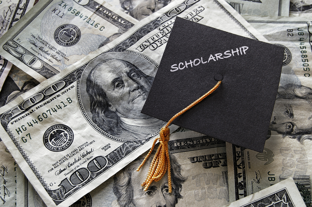 Why College Scholarships Should Be A Top Priority