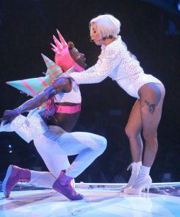 Ето с какво е облечена Лейди Гага на нейното турне artRave Ball Tour