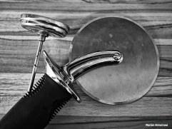 BW kitchen tools pizza cutter