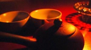 Pieni savinen teekannu, joka soveltuu gongfu-hauduttamiseen.